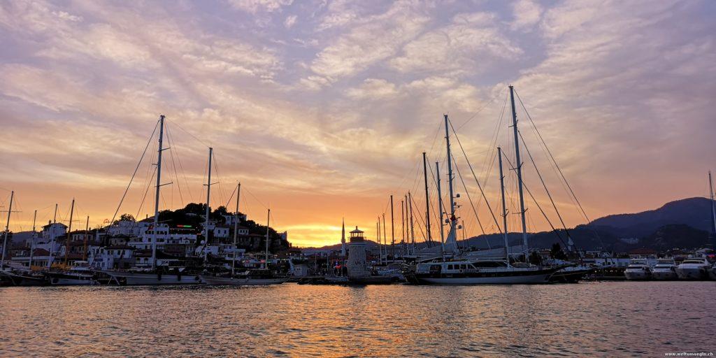 Yacht Marina Abendstimmung